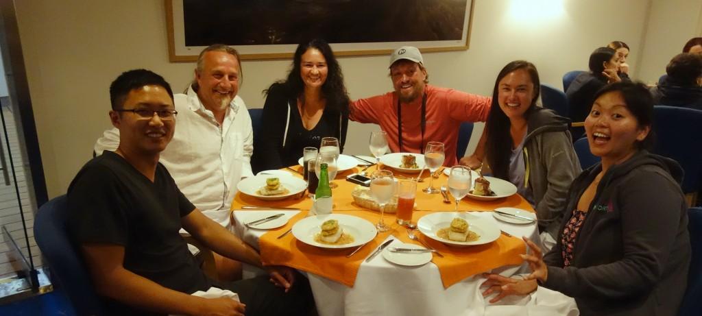 Ebony hat Geburtstag und wir nutzen die Gelegenheit zum feiern (v.l. Lee, Wolfgang, Otti, Eddie, Sandra und Ebony)