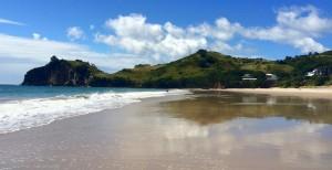 Coromandel, Hahei: Spiegelbilder im nassen Sand