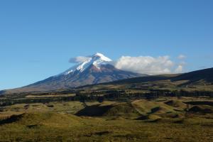 Der Vulkan Cotopaxi 4 Tage vor dem Ausbruch von der Terrasse von Secret Garden aus