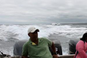 Galápagos: Morgendliches Speedboot-Rennen nach Santa Cruz