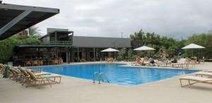 Galápagos, Santa Cruz, Finch Bay Eco Lodge: Relaxing an der sehr schönen Poloanlage