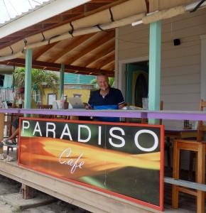 Belize, Caye Caulker: Im Cafe Paradiso mit Blick auf den Strand und endlich Zeit zum Schreiben