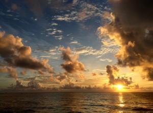 Mexiko, Tulum: Spektakuärer Sunrise am Strand der Eco-Lodge Diamante K